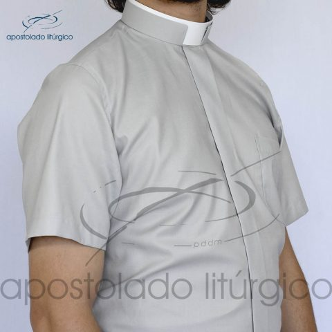 Camisa Confort Gola Romana Cinza Manga Curta Frente